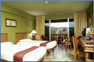 Отель Phuket Orchid Resort and Spa расположен посредине пляжа Карон